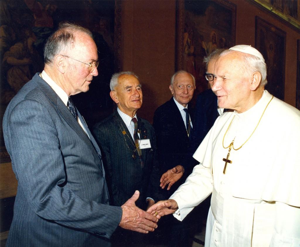 10 - Pope John Paul & CHT